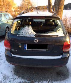 Vandaliserad VW på Strandprom. (Duvnäs Gård)